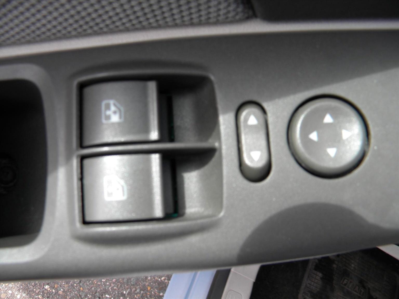 Fiat-Idea-12